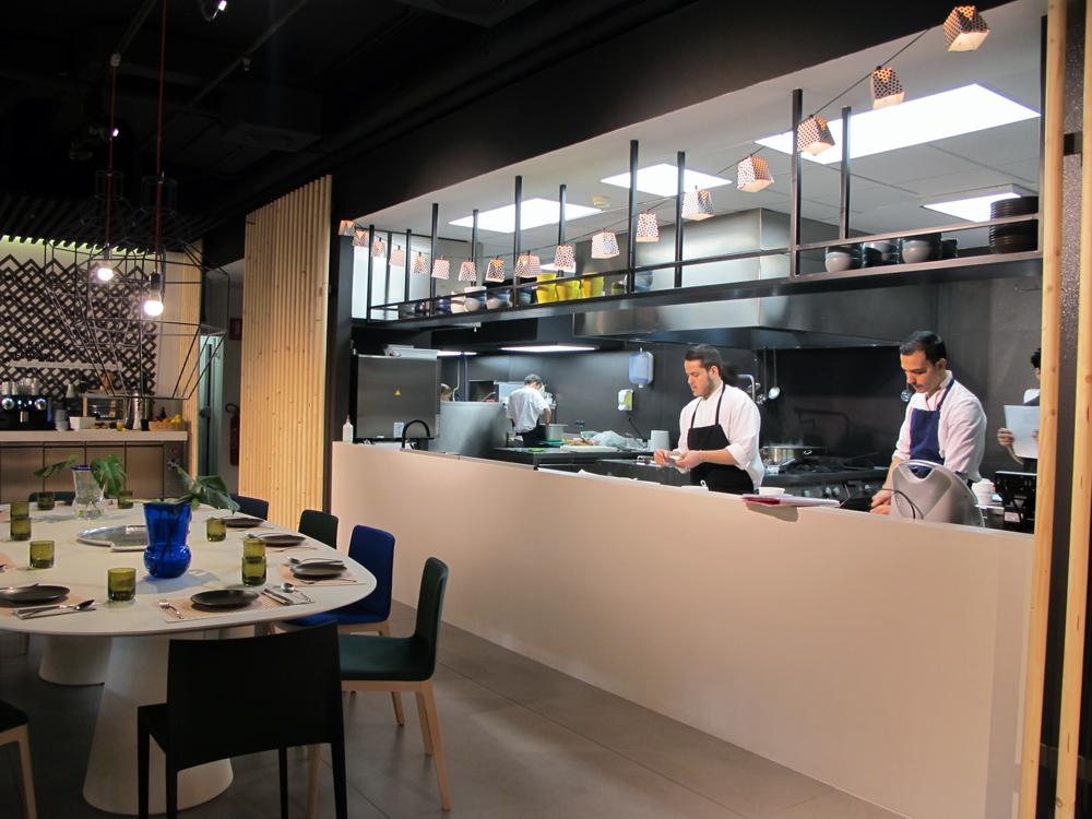 Ma khin caf la visi n m s aut ntica de la cocina for Cocina de restaurante
