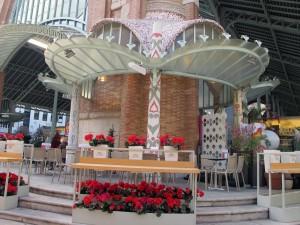 El restaurante Vinos y Flores se encuentra ubicado en el Mercado de Colón de Valencia