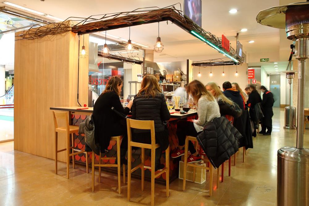Diego Laso es el chef del restaurante Momiji en el Mercado de Colón de Valencia