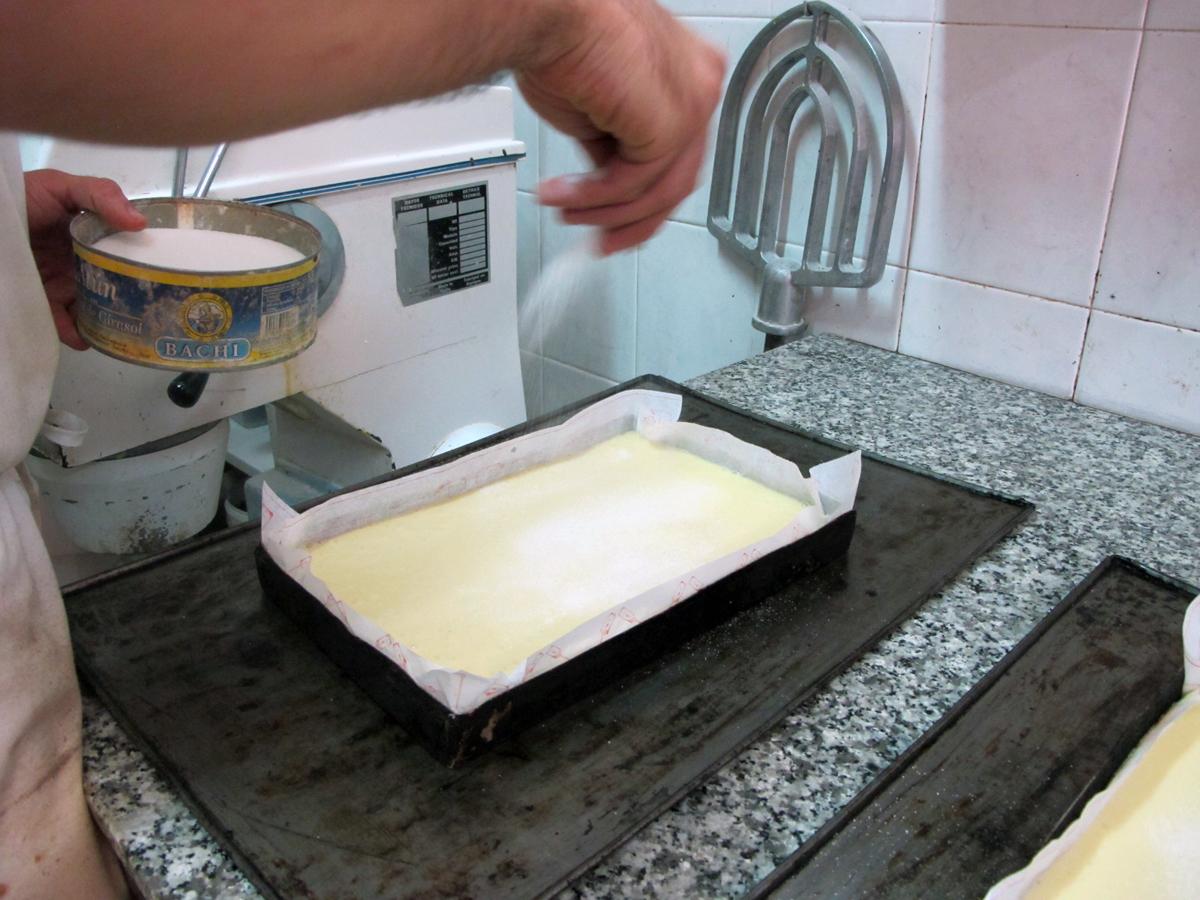 El bizcocho valenciano por excelencia: la coca de llanda