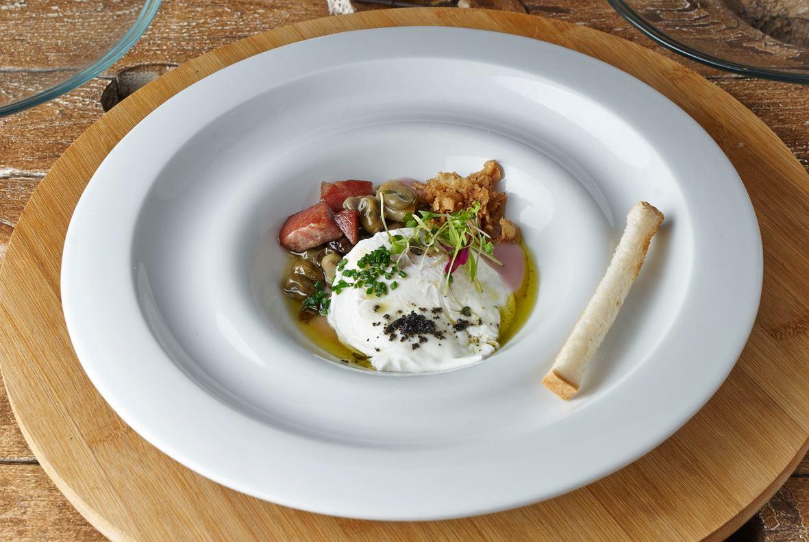 Juan Exojo, es el chef y propietario del restaurante Julio Verne en Valencia.