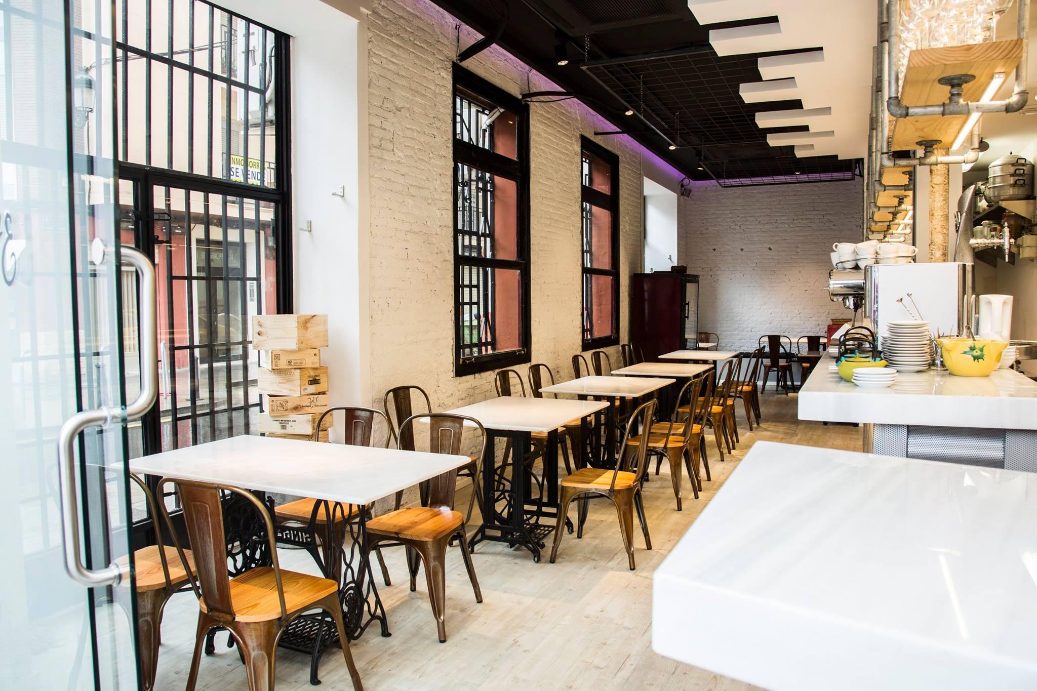 Iago Castrillón y Alberto Alonso son los propietarios del restaurante 2 Estaciones en Valencia
