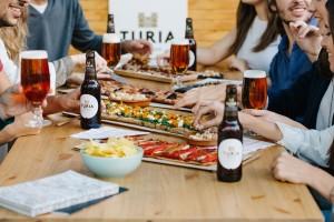 A la taula amb Turia en el Mercado de Colón