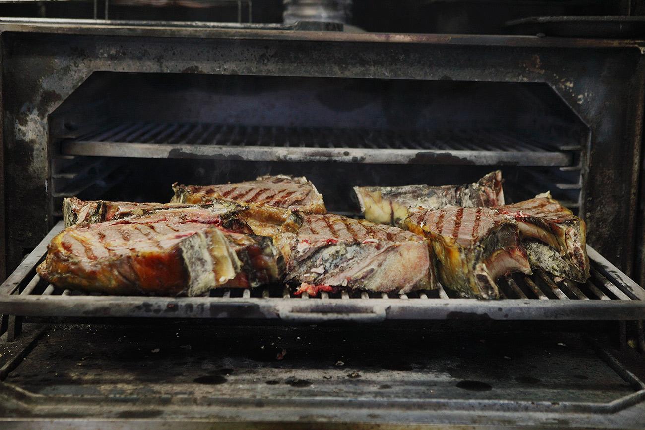 En Meat Market Valencia son especialistas en carne de vaca vieja