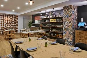 El Mercat de la Reina ha abierto recientemente sus puertas en Valencia con una propuesta fresca y diferente en la que todos los platos principales están cocinados a la brasa