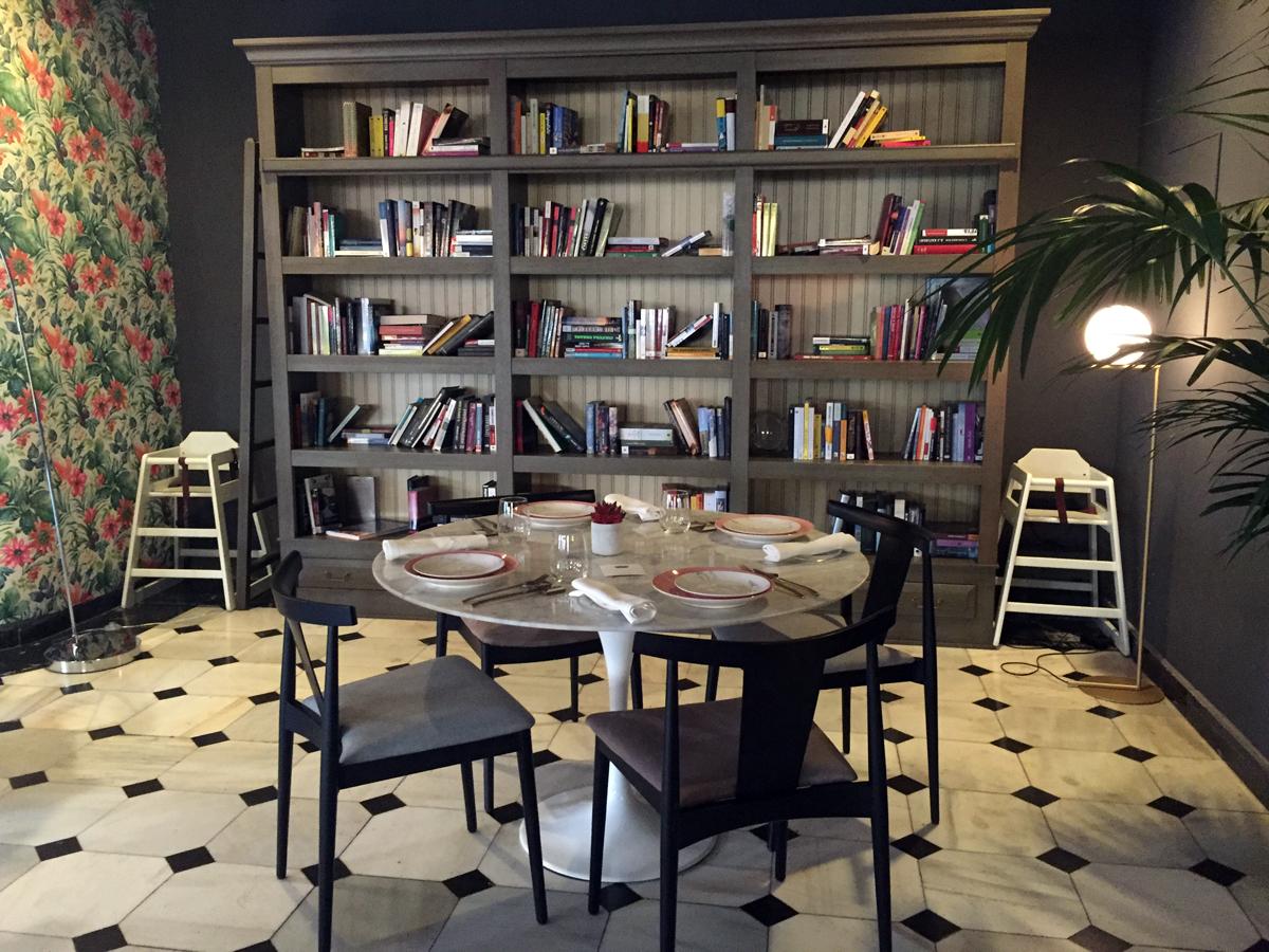 El restaurante The Little Queen está ubicado en el entresuelo del recientemente restaurado Hotel One Shot Palacio Reina Victoria 04