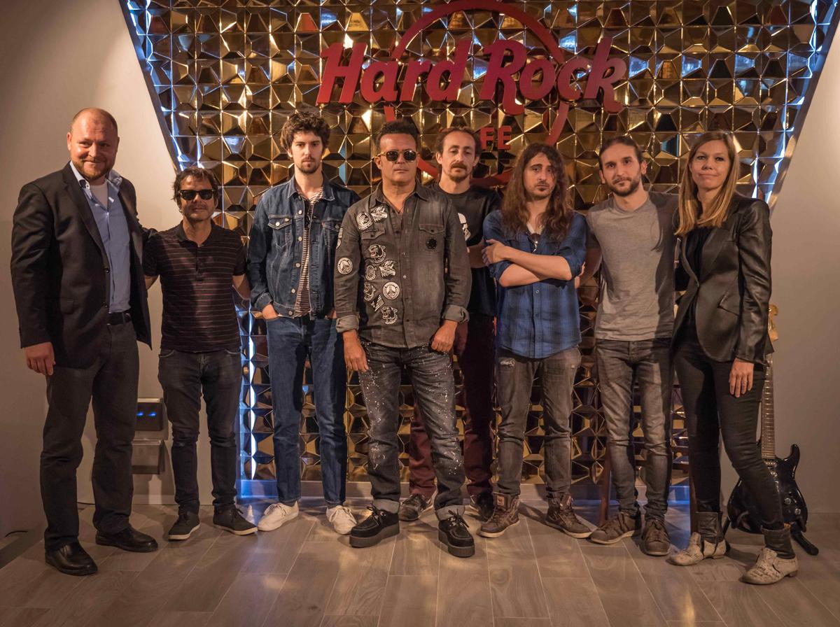 Hard Rock Cafe Valencia presenta su local con recuerdos de Michael Jakson, Madonna o Bono